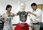 Китайская девушка-робот распознаёт голосовые команды