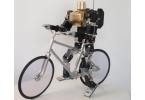 Робот-велосипедист ездит по-старинке