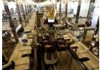 В Таиланде роботы-официанты разносят еду и танцуют
