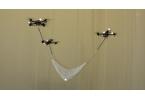Летающие роботы подкидывают и ловят шарик