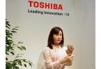 Женщина-робот для воспроизведения языковых жестов