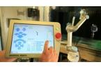 Промышленный робот управляется с планшета