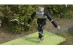 Японец научил робота стоять на стержнях