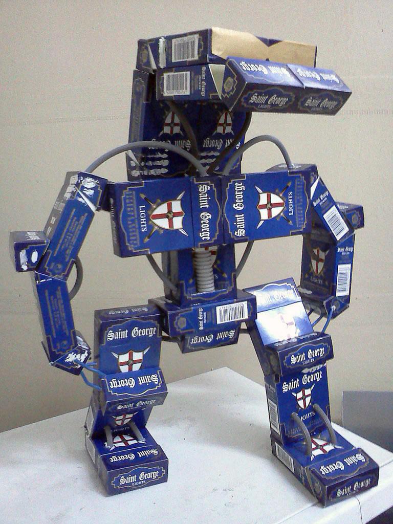 Робот из пачек от сигарет картинки