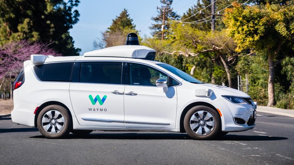 Тестирование технологии Google Waymo на автомобиле